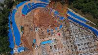 Pemandangan dari udara perlihatkan longsornya tanah di konstruksi bangunan 49 lantai di Penang (AFP)