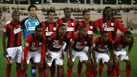 Tim Persipura Jayapura berpose jelang partai perempat final Liga Champions Asia versus Arbil di Irak, 27 September 2011. AFP PHOTO/SAFIN HAMED