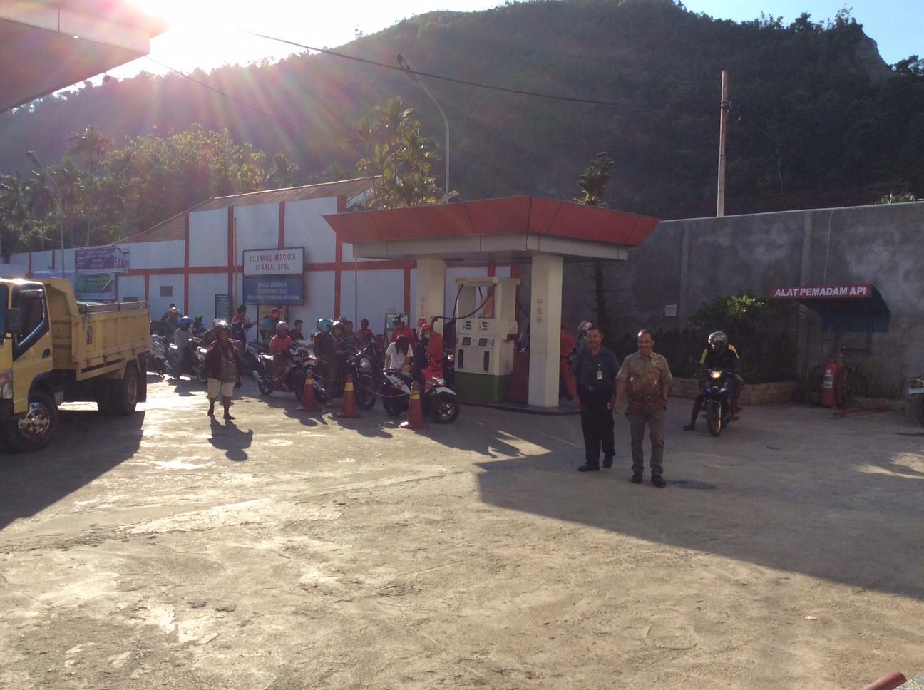 Kebutuhan hampir semua jenis BBM di Papua meningkat beberapa hari jelang Lebaran. (Liputan6.com/Katharina Janur).
