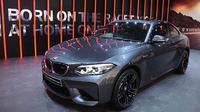 BMW M2 Coupe terbaru hadir sebagai salah satu ikon utama BMW M Corner di BMW Group Pavilion (Ray/Otosia.com)