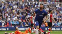 Striker Chelsea Olivier Giroud merayakan golnya ke gawang Southampton pada semifinal Piala FA di Stadion Wembley, Minggu (22/4/2018). Chelsea menang 2-0. (AP Photo/Frank Augstein)
