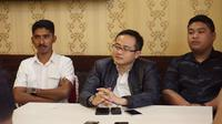 Ketua Umum GMB Raden Andreas Nandhiwardana (tengah) minta PSI klarifikasi video soal Soeharto.