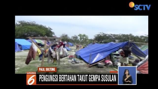 Tidak sedikit korban gempa yang masih bertahan karena takut terjadi gempa susulan.