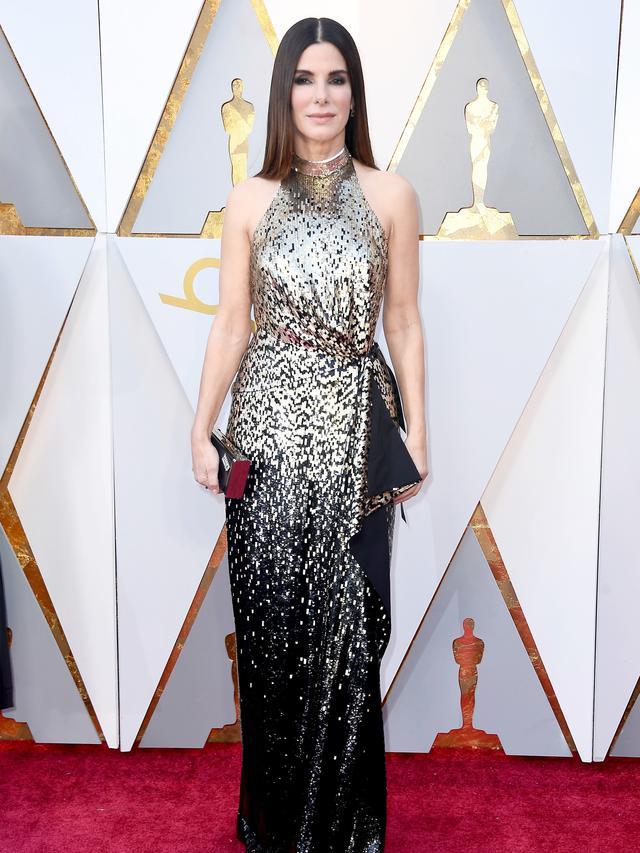 Aktris Sandra Bullock saat tiba menghadiri Academy Awards ke-90 di Hollywood, California