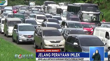 Selain di kawasan Gadok, kemacetan juga terjadi di jalur Selarong pertigaan NMegamendung dan di Pasar Cisarua.
