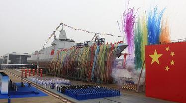 Kapal penghancur (destroyer class) terbaru buatan China tipe 055 seberat 10.000 ton (AP)