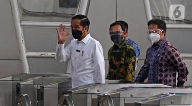 FOTO: Presiden Jokowi Tinjau Vaksinasi COVID-19 di Stasiun Bogor