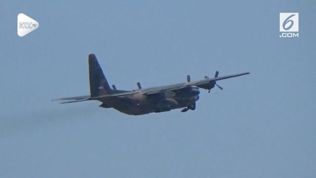 2 Pesawat Hercules AU Singapura singgah di Balikpapan. Pesawat ini membawa bantuan kemanusiaan untuk korban gempa Palu dan Donggala