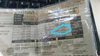 Warga menyerahkan dokumen saat membayar pajak kendaraan bermotor di samsat keliling di car free day, Jakarta, Minggu (27/8). Layanan pembayaran pajak STNK bisa dilakukan tanpa membawa salinan atau BPKB. (Liputan6.com/Angga Yuniar)