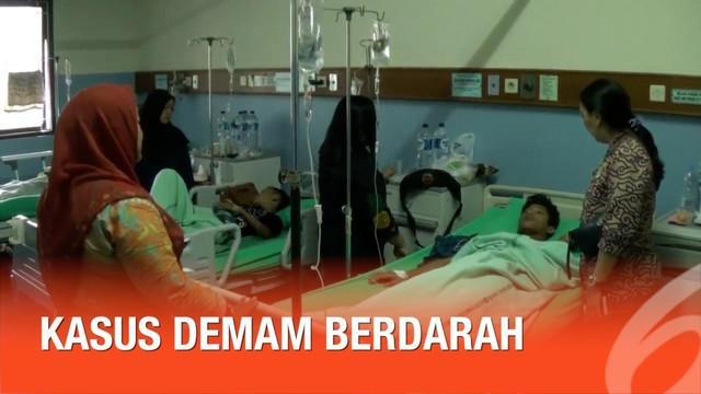 Jumlah pasien demam berdarah di Bekasi Jawa Barat melonjak drastis. Sebagian pasien masih dirawat di RSUD Bekasi.
