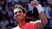 Petenis Spanyol, Rafael Nadal, melangkah ke perempat final AS Terbuka 2017 setelah mengalahkan Alexandr Dolgopolov 6-2, 6-4, 6-1, Senin (4/9/2017) malam waktu setempat. (AP Photo/Julie Jacobson)
