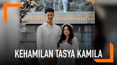 Tasya Kamila mengungkapkan jenis kelamin anak pertama yang dikandungnya. Tasya mengandung bayi berjenis kelamin laki-laki.