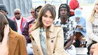 Melihat keseruan Luna Maya saat hadir di New York Fashion Week dengan busana retro (Coach)