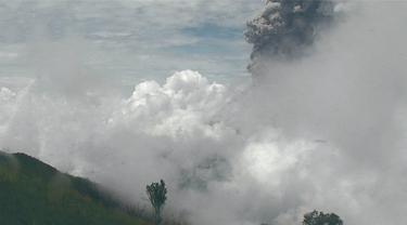 Ilustrasi - Erupsi Gunung Merapi. (Foto: Liputan6.com/Wisnu Wardhana)
