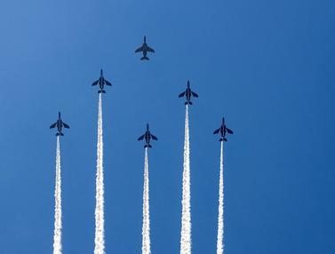 FOTO: Latihan Tim Aerobatik Jepang Jelang Pembukaan Olimpiade Tokyo 2020