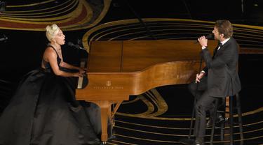 Penampilan Lady Gaga dan Bradley Cooper di Oscar 2019  (Photo by Chris Pizzello/Invision/AP)