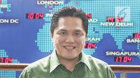 Ketua Tim Kampanye Nasional (TKN) Joko Widodo-Ma'ruf Amin, Erick Thohir berpose usai mengunjungi Kantor Liputan 6 di SCTV TOWER, Jakarta, Senin (10/12). Kunjungan Erick Thohir dalam rangka roadshow ke beberapa media. (Liputan6.com/Herman Zakharia)