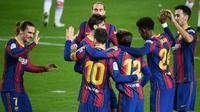 Barcelona meraih kemenangan 5-1 atas Deportivo Alaves pada laga pekan ke-23 La Liga di Camp Nou, Minggu (14/2/2021) dini hari WIB. Dua dari lima gol Barca disarangkan Lionel Messi. (AFP/Lluis Gene)