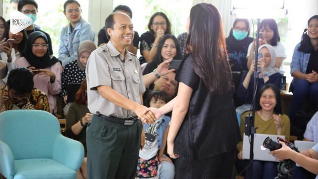 Harapan Humas BNPB, Sutopo Purwo, untuk bertemu Raisa akhirnya jadi kenyataan. Tak hanya itu, Raisa pun bernyanyi di hadapan Sutopo.
