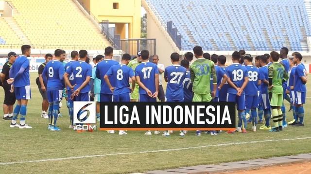Persib Bandung sedang puasa kemenangan menjelang duel dengan Borneo FC di Liga 1 2019. Pelatih Persib, Robert Rene Alberts, berharap Persib bisa menang melawan Barito FC.