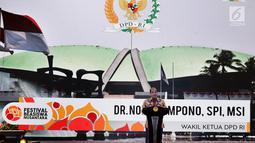 Wakil Ketua DPD Nono Sampono memberi sambutan saat pembukaan Festival Beasiswa Nusantara di Jakarta, Minggu (25/11). Festival ini kerja sama antara DPD dengan Asosiasi Dosen Indonesia dan Forum Rektor Indonesia. (Liputan6.com/JohanTallo)