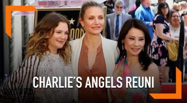 Lucy Liu mendapatkan bintang Hollywood Walk of Fame yang ke 2662. Pada acara itu hadir bintang Charlie's Angels yang lain yakni Drew Barrymore dan Cameron Diaz.