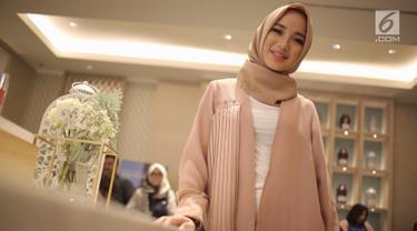 Chacha Frederica berpose saat menghadiri launching kosmetik milik Shandy Aulia, Jakarta, Rabu (30/5). Chacha tengah berupaya menjalani proses hidup yang lebih baik dengan mematuhi perintah-nya dan menjauhi larangan Allah SWT. (Liputan6.com/Faizal Fanani)