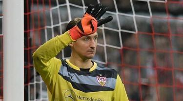 Przemyslaw Tyton kiper Vfb Stuttgart menyelamatkan gawangnya dengan reflek yang luar biasa, bola hasil sepakan Pablo De Blasis, pemain Mainz mampu ditepis dan mengimbangi Mainz di kandangnya. Video ini diunduh dari channel youtube Bundesliga.