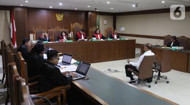 Terdakwa kasus korupsi proyek e-KTP Markus Nari menjalani sidang lanjutan di Pengadilan Tipikor, Jakarta, Senin (21/10/2019). Sidang tersebut beragendakan pemeriksaan terhadap terdakwa. (Liputan6.com/Herman Zakharia)