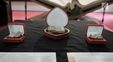 Koleksi mushaf Alquran terkecil yang dipamerkan di Museum Bayt Al-Quran, Jakarta, Minggu (19/5/2019). Bayt Al-Quran menyimpan lebih dari 60 mushaf Alquran kuno yang berasal dari berbagai daerah di Nusantara. (merdeka.com/Iqbal Nugroho)