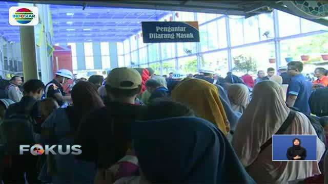 H-1 jelang Lebaran, kepadatan pemudik di Stasiun Gambir, Stasiun Senen, dan Bandara Soekarno Hatta, mulai berkurang.