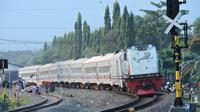 Ilustrasi – Sistem persinyalan kereta api tak terganggu akibat padamnya listrik (4/8/2019), tetapi kereta reguler terlambat lantaran KRL menutup jalur. (Foto: Liputan6.com/Muhamad Ridlo)