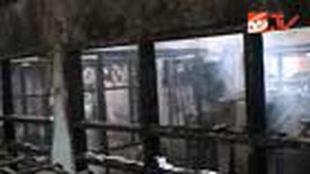 Belum diketahui penyebab pasti kebakaran. Setidaknya ada lima kios dan 36 sepeda motor yang hangus terbakar.