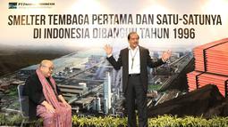 Ketua Umum Muri, Jaya Suprana dan Presiden Direktur Freeport Indonesia Chappy Hakim saat acara penyerahan piagam di Jakarta, Rabu (28/12). PTFI juga merupakan pemasok tunggal konsentrat tembaga terbesar. (Liputan6.com/Immanuel Antonius)