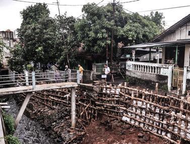Turap Kali Sepanjang 30 Meter di Batu Ampar Longsor Akibat Banjir