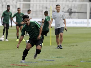 Pemain Timnas Indonesia, Andik Vermansah, saat latihan jelang laga kualifikasi Piala Dunia 2022 di SUGBK, Jakarta, Senin (9/9). Indonesia akan berhadapan dengan Thailand. (Bola.com/M Iqbal Ichsan)