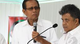 Informasi meninggalnya komedian yang memiliki ciri khas rambut berwana keemasan ini (kanan) diperoleh Liputan6.com dari pesan berantai yang tersiar di kalangan wartawan. (Liputan6.com/Faizal Fanani)
