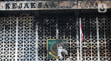 Gedung Kejaksaan Agung yang Terbakar
