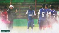 Alfred Riedl di PSM Makassar (Bola.com/Adreanus Titus/Foto: Abdi Satria)