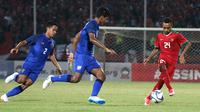 Duel Thailand vs Indonesia di matchday terakhir penyisihan Grup A Piala AFF U-19 2018 di Stadion Gelora Delta, Sidoarjo, Senin (9/7/2018). (Bola.com/Aditya Wany)