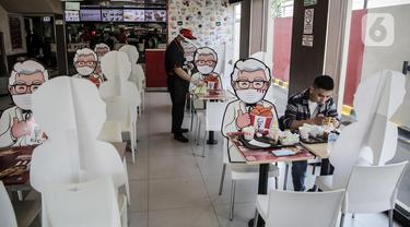 FOTO: Restoran Cepat Saji Terapkan Physical Distancing