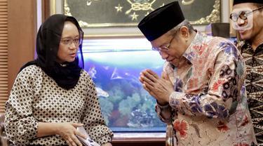 Menteri Luar Negeri (Menlu) Retno LP Marsudi (kiri) melakukan silaturahmi dengan Ketua Umum PBNU Said Aqil Siradj di Kantor PBNU, Jakarta, Selasa (11/2/2020). Pertemuan membahas wacana pemulangan WNI eks kelompok ISIS ke Indonesia. (Liputan6.com/Faizal Fanani)