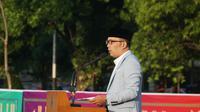 Gubernur Jawa Barat Ridwan Kamil memberikan pesan sambutan saat melaksanakan salat id di Lapangan Gasibu, Rabu (5/6/2019). (Huyogo Simbolon)
