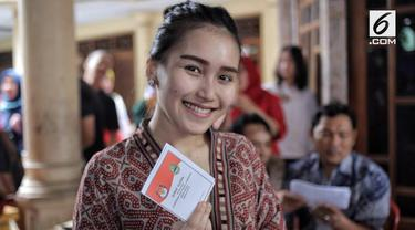 Pedangdut Ayu Ting Ting ikut berpartisipasi dalam pilkada serentak di Depok, Jawa Barat.