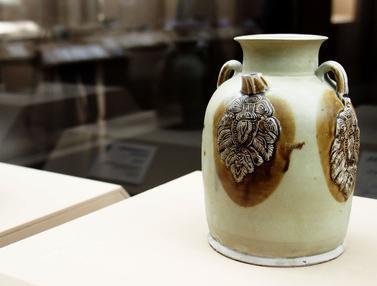 Koleksi Harta Karun dari Bangkai Kapal Tang Dipamerkan di Shanghai
