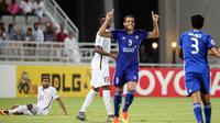 Wanderley Santos, pemain Al Nasr di liga UEA jadi pembicaraan hangat karena diketahui berkewarganegaraan Indonesia. (AFP/Karim Jaafar)