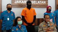 Polisi menangkap aktor Dwi Sasono atas dugaan kepemilikan narkoba