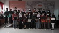 BenihBaik.com dan CodingCamp.id menyalurkan bantuan 70 unit laptop untuk siswa SMK di 10 sekolah (Foto: BenihBaik.com)