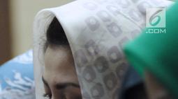Istri terdakwa korupsi proyek e-KTP Setya Novanto, Deisti Astriani Tagor saat mengikuti sidang pembacaan nota pembelaan di Pengadilan Tipikor, Jakarta, Jumat (13/4). Sebelumnya, Setya Novanto dituntut 16 tahun penjara. (Liputan6.com/Helmi Fithriansyah)