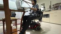 Perbedaan WFH dan WFO menurut Zulhamka Julianto Kadir, karyawan dengan disabilitas fisik asal Bandung. Foto: Dokumentasi Zulhamka.